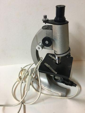Un microscope électrique de marque OPTICO Paris (BE) + une boite de plaques de v…