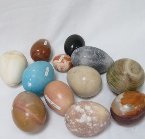 Set of 12 eggs and spheres made of hard stones, including agate, granite... 4 6 …