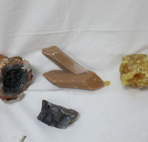 Batch of 4 minerals, including pyrite. 6 12 cm
