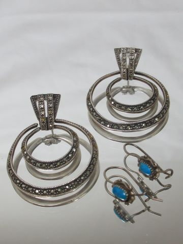 Set of two pairs of earrings in silver 925/1000e including a pair of sleepers de…