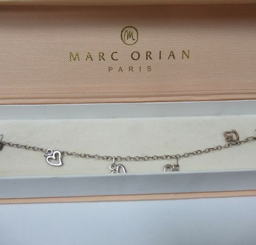 Silver bracelet. Weight: 4 g Length: 16 cm In its box.