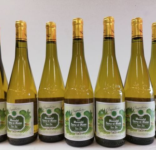7 bottles Muscadet Sèvre et Maine s/Lie. 2015. The Grapiloire. The Brotherhood o…