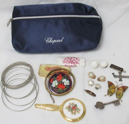 Lot of costume jewellery in gold and silver plated metal, including bracelets, b…
