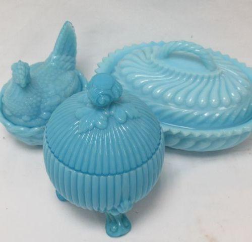 Set of 3 blue opaline boxes. 10 18 cm