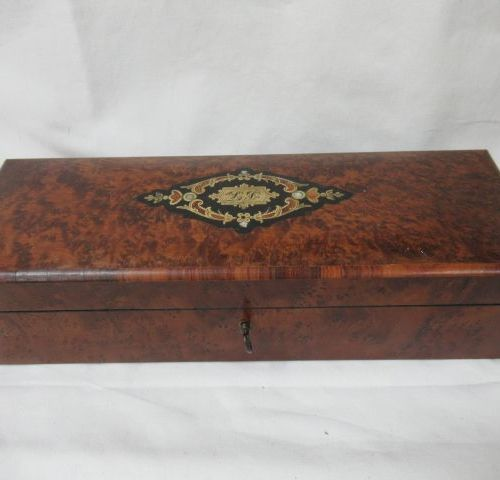 Magnifying glass veneer case, decorated with a brass cartridge inlaid with mothe…