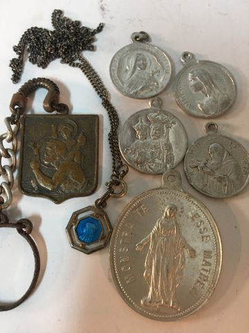 Liturgy Small set of religious medals with a small box and a figurine of the Hol…