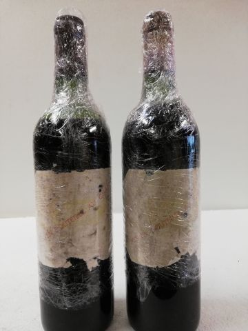 2 bottles of Château Margaux. 1975 1er grand cru classé Margaux (1 level high sh…
