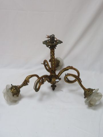 Bronze chandelier, with its glass globes. 33 x 53 cm (accident to a globe).