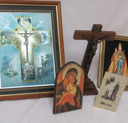 LITURGY Set including a wooden and metal crucifix, a plaque with the effigy of O…