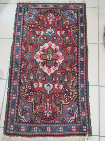 ORIENT Small woollen rug, decorated with plants. 94 x 52 cm