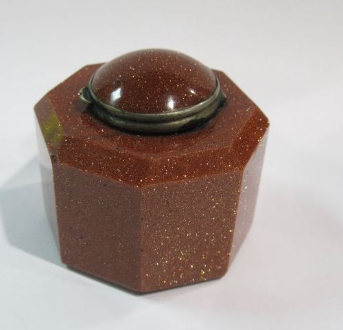 Small cat's eye inkwell. 3 cm (large crack)