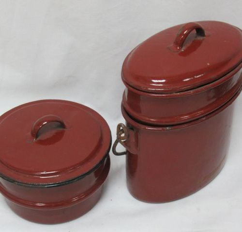 Set of two jars with compartments in red lacquered metal. Height: 6 13 cm
