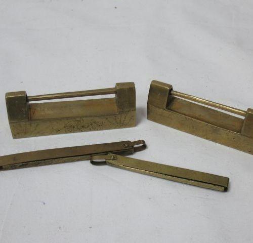 Set of two brass padlocks. Length: 8 cm