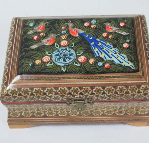 SYRIA Wooden box, with inlaid decoration, lacquered wooden lid (acc). Length: 18…