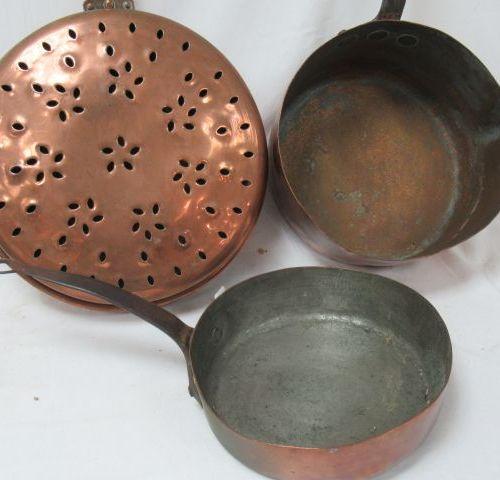 Copper set, consisting of a basin, a pan and a saucepan. 22 87 cm