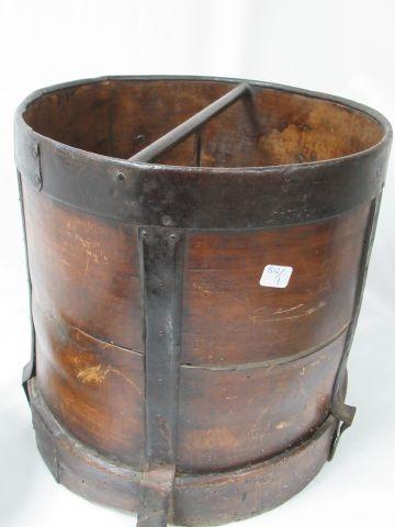 Wood and metal grain measure. Circa 1900. 32 x 30 cm