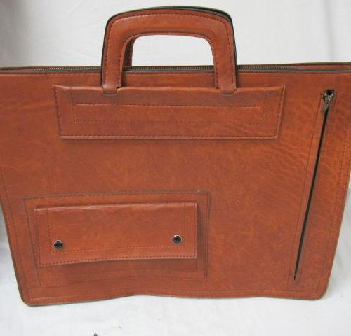 Document case in imitation leather. 31 x 42 x 12 cm