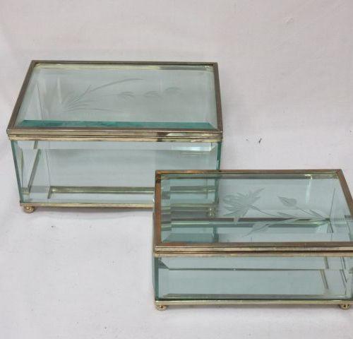 Ensemble de deux coffrets en verre gravé et métal. Long.: 13 15 cm Si vous ne po…