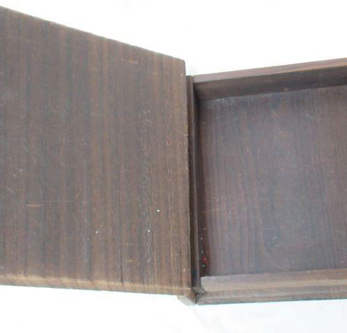Coffret en bois, à décor peint de végétaux. 8x30x26 cm Si vous ne pouvez pas vou…