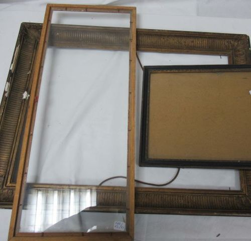 Set of 3 wood and gilded wood frames, two with their glasses. From 34 to 64 cm