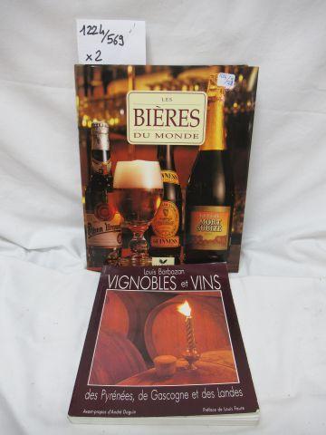 """Set of two books : """"Les Bières du Monde"""" """"Vignobles et Vins"""