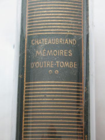 """LA PLEIADE, CHATEAUBRIAND """"Mémoires d'Outre tombe"""", volume 2, 1952 (wear to the …"""