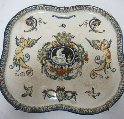 GIEN Earthenware dish, Renaissance model. 24 x 26 cm (traces of glaze)
