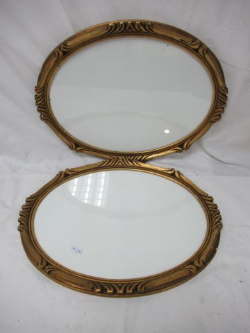 Pair of oval giltwood frames. With their windows. 34 x 44 cm