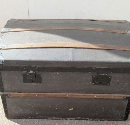 Wooden and lacquered metal trunk, lined with oiled fabric. 47 x 75 x 46 cm (wear…
