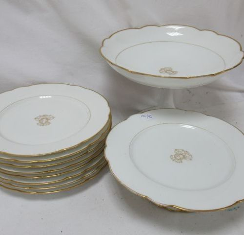 P. LECHEVREL (Versailles) White porcelain cake service with gold highlights, inc…