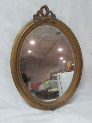 Oval mirror in gilded resin. 50 cm