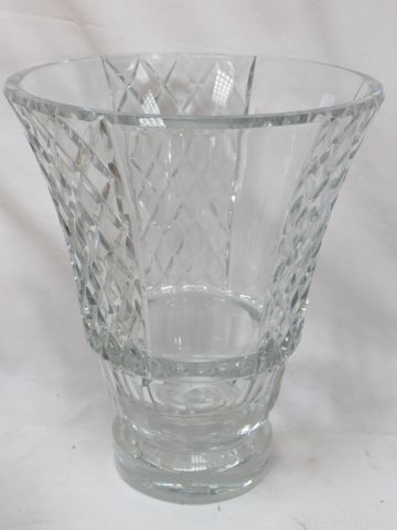 BACCARAT A large cut crystal vase. Height: 29 cm (chip on the foot).