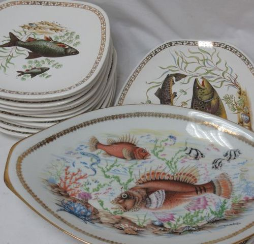 LONGCHAMP Fish service, including 1 dish (length: 42 cm) and 12 plates. A Limoge…