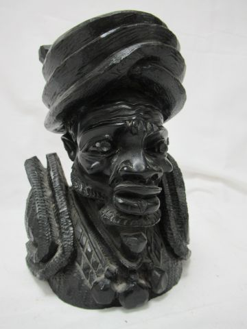 AFRICA Ebony sculpture of an old man. Height: 8 cm