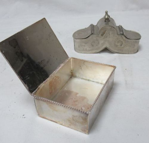 Set of 2 silver metal boxes. 12 16 cm