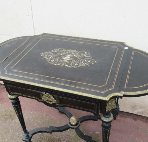 Blackened wood side table with brass inlay. Napoleon III period. 73 x 67 (+ 2 fl…