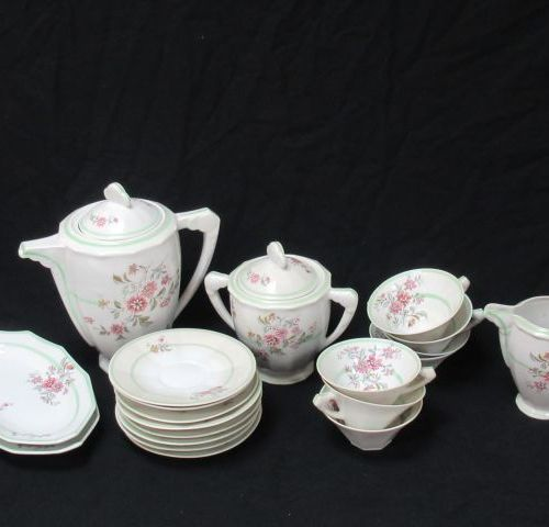 Part of service, including a teapot, a sugar bowl, a milk jug, 7 cups and their …