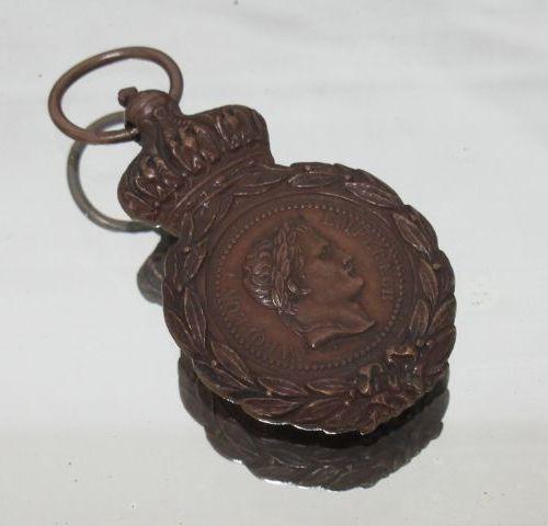 Médaille de Sainte Hélène en bronze, L: 6 cm.