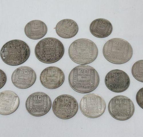 Lot comprenant 14 pièces de 10 francs Turin et 5 pièces de 20 francs Turin. Poid…