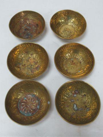ORIENT Suite de 6 bols en laiton. 4 x 12 cm