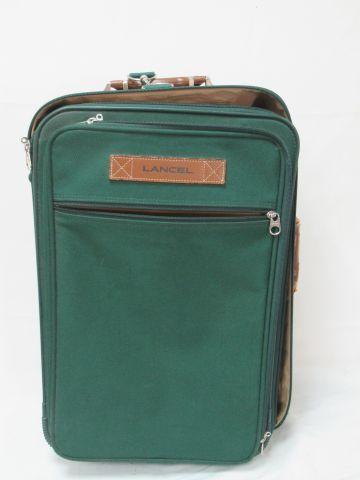 LANCEL Valise en toile verte. 53 x 35 x 18 cm (usure à la poignée)