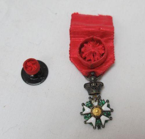 Petite Légion d'honneur en argent émaillé. Epoque Second Empire. Poids brut : 4,…
