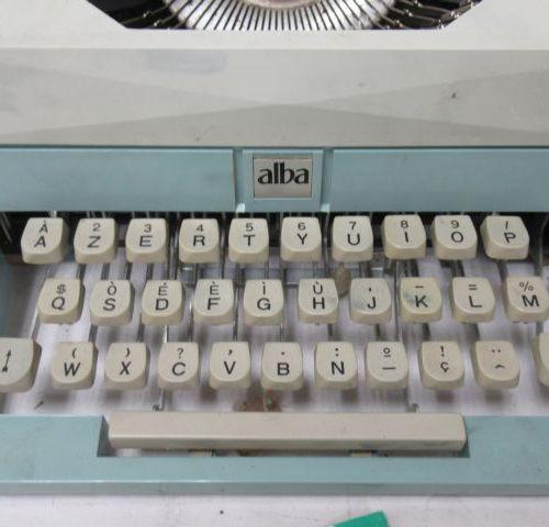 ALBA Machine à écrire pour enfant en métal laqué et bakélite. Circa 1970. 23 cm …