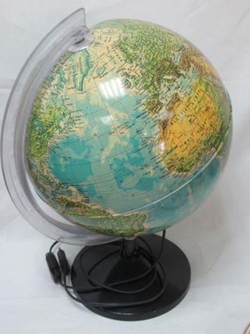 TECNODIDATTICA Globe terrestre en résine lumineux. Circa 1980. (petit renfonceme…