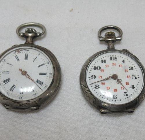 Lot de deux montres de col en argent. XIXe siècle. Poids brut : 45 g