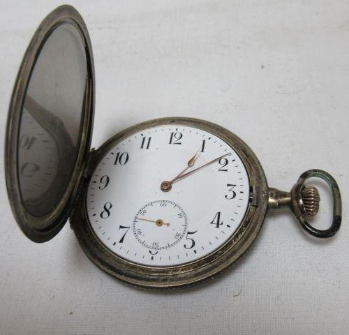 Lot de deux montres de gousset en argent, une savonette à décor niellé laissant …