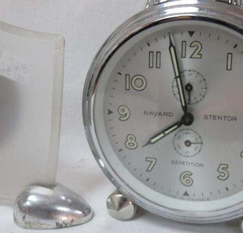 """BAYARD Reveil en métal chromé modèle """"Stentor"""". Circa 1970. Hauteur 15 cm . On y…"""
