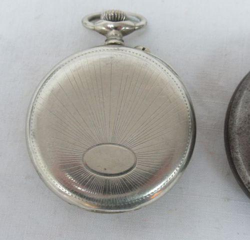 Lot de 5 montres de gousset en métal.