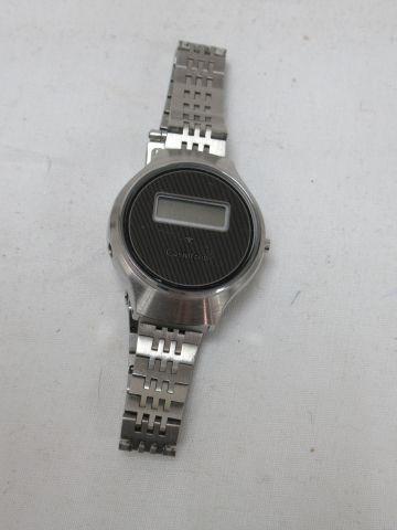 CASIOTRON Montre digitale en acier. On y joint un bracelet en cuivre.
