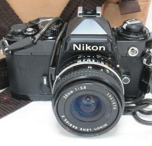 NIKON Appareil photo. Avec un objectif Lens Séries E 28 mm 1:2,8. Avec 2 objecti…
